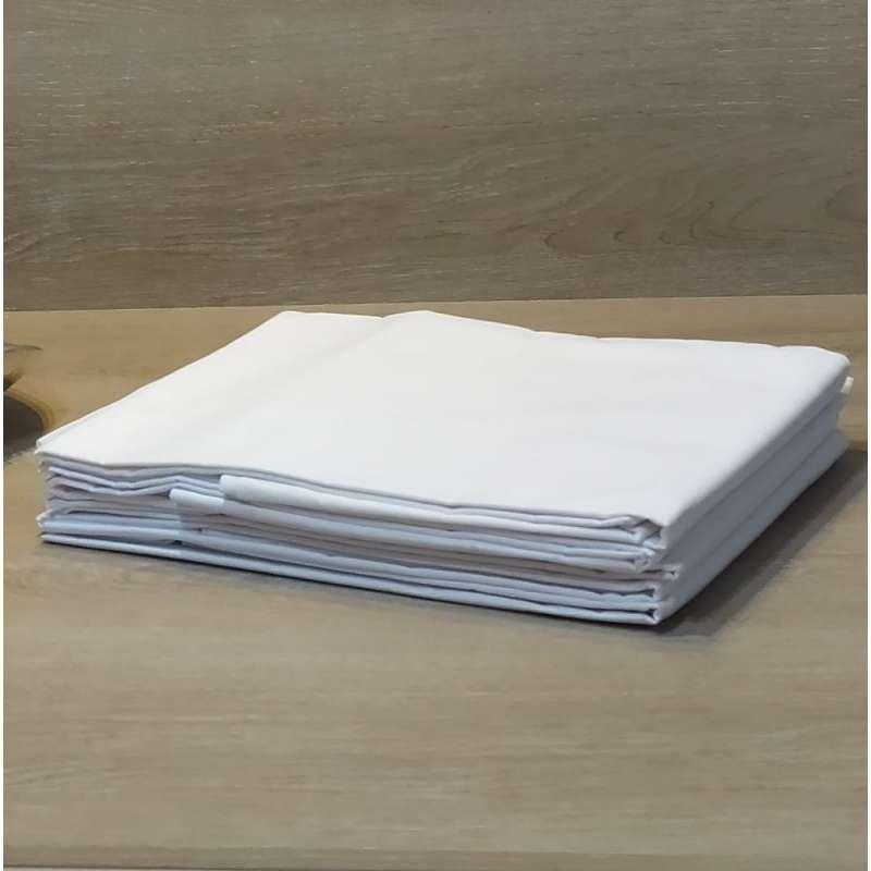Detalle de sábanas adaptables blancas