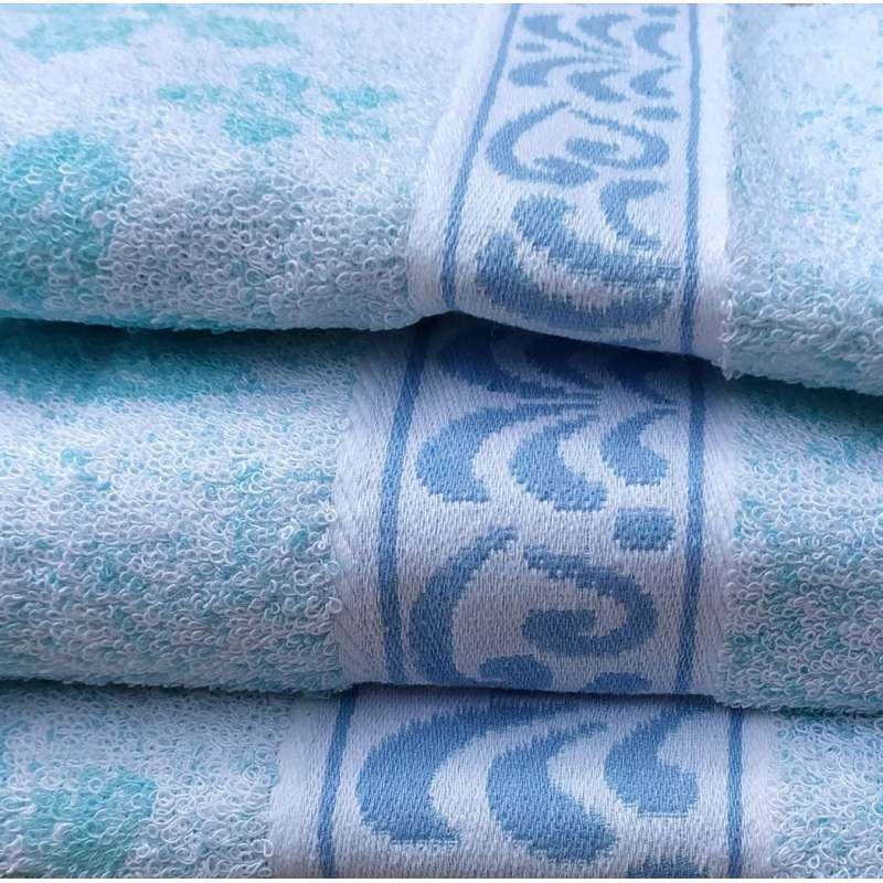 Detalle de la cenefa con bordado jacquard color azul